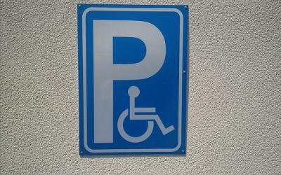 Значително увеличение на глобите за незаконно паркиране на местата предвидени за инвалиди