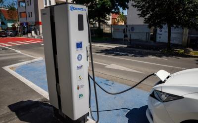 Кауфланд Румъния променя правилата за зареждане на електрически автомобили от есента