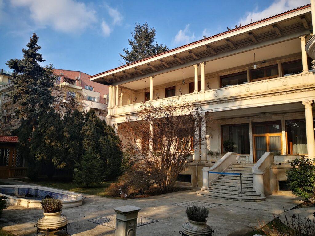 Заден вход къщата на Чаушеску