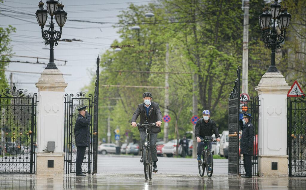 клаус йоханис на колело