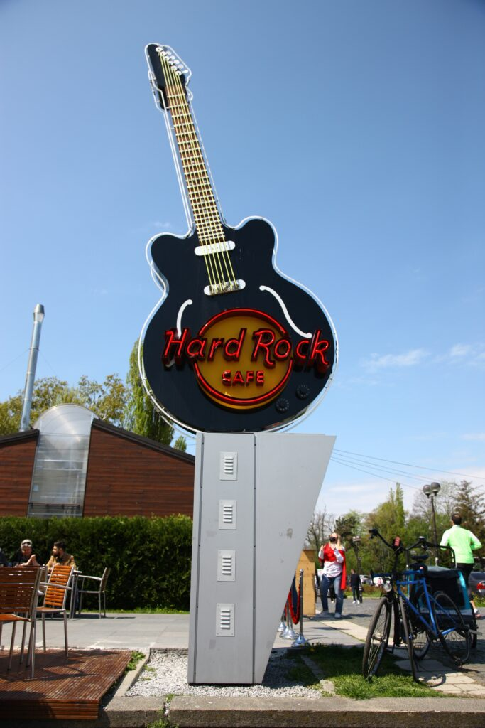 MyRo.Biz myrobiz hard rock cafe chitara